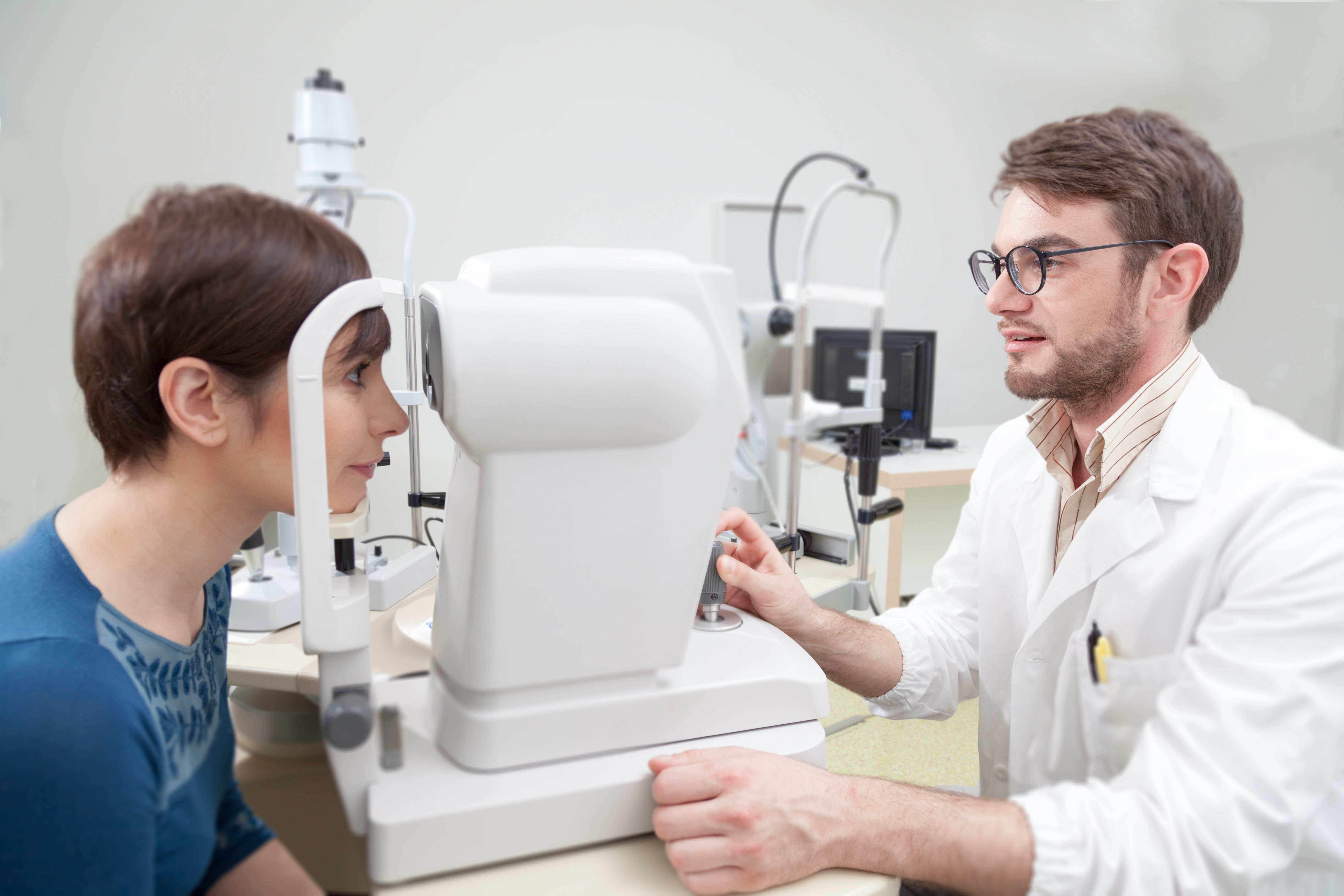 how long does it take to become an eye doctor